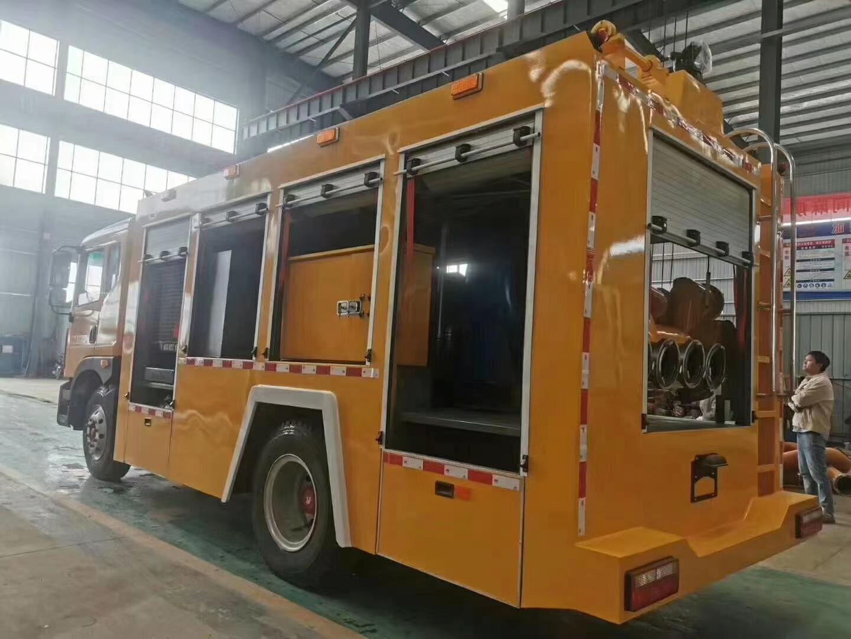 3000立方大排量抢险救援车。                                底盘采用东风多利卡D9,底盘型号:EQ1185LJ9CDE,2315/排半驾驶室,3950轴距,康明斯21图片