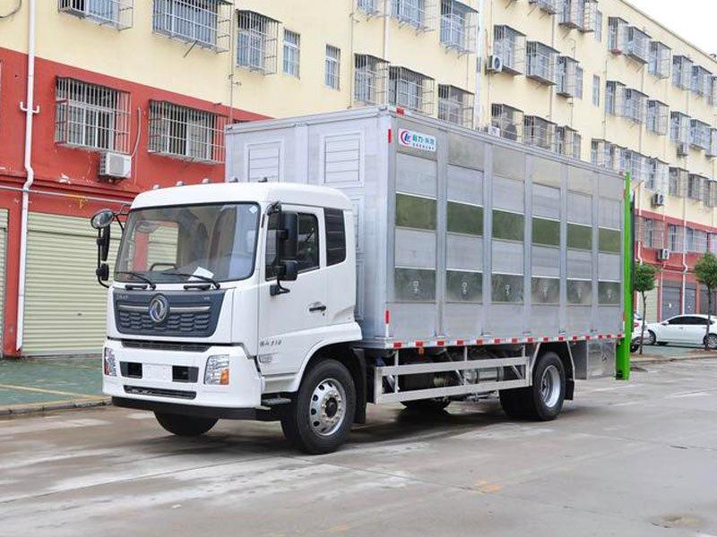 东风天锦6米5铝合金拉猪车