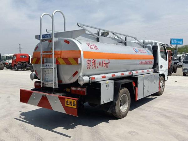 东风多利卡5吨加油车图片
