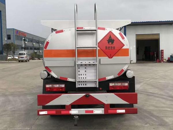 解放虎V5吨加油车图片
