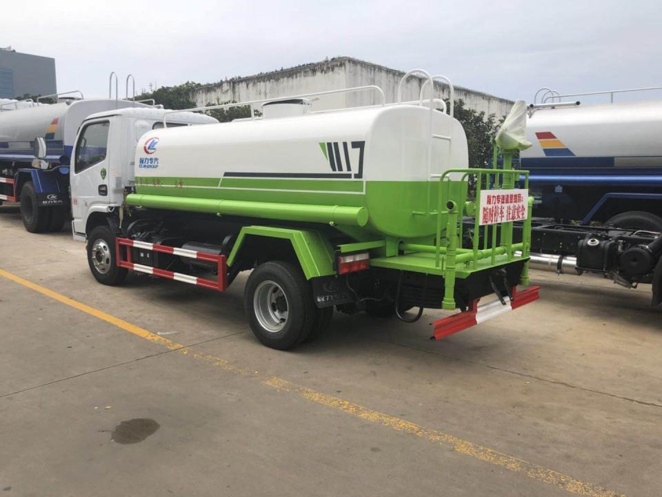 东风洒水车(5吨)图片