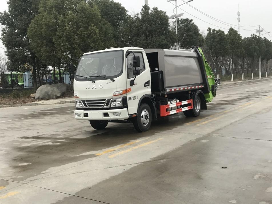 江淮骏铃6方压缩式垃圾车