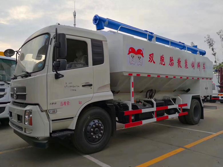 新款適用于豬場養殖場散裝飼料運輸車廠家柳汽 國六三軸飼料車圖片