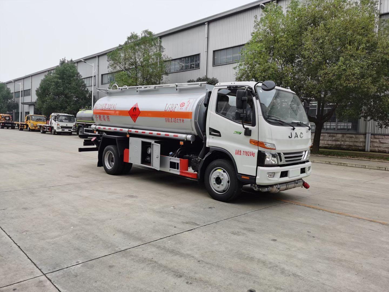 国六江淮骏铃8.5吨油罐车图片