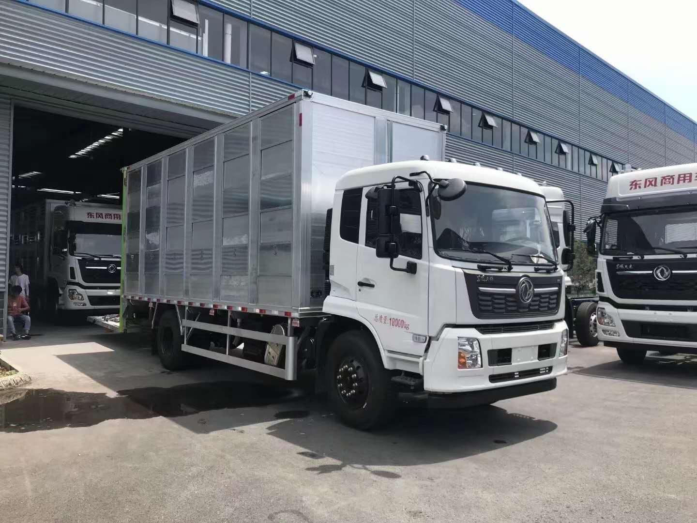 国六春风天锦6.8米铝合金畜禽运输车图片