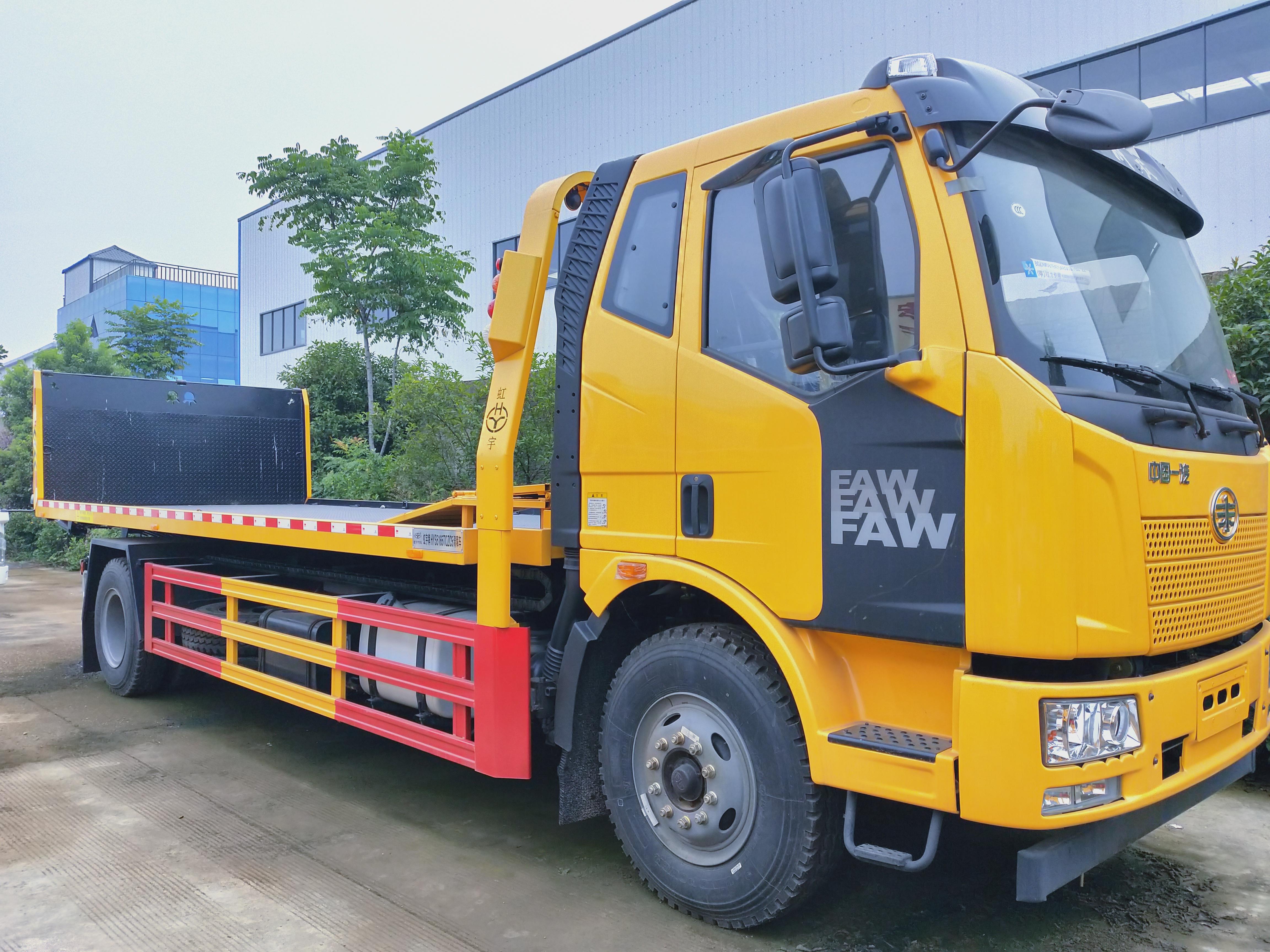 10吨解放J6大平板道路清障车拖车操作视频