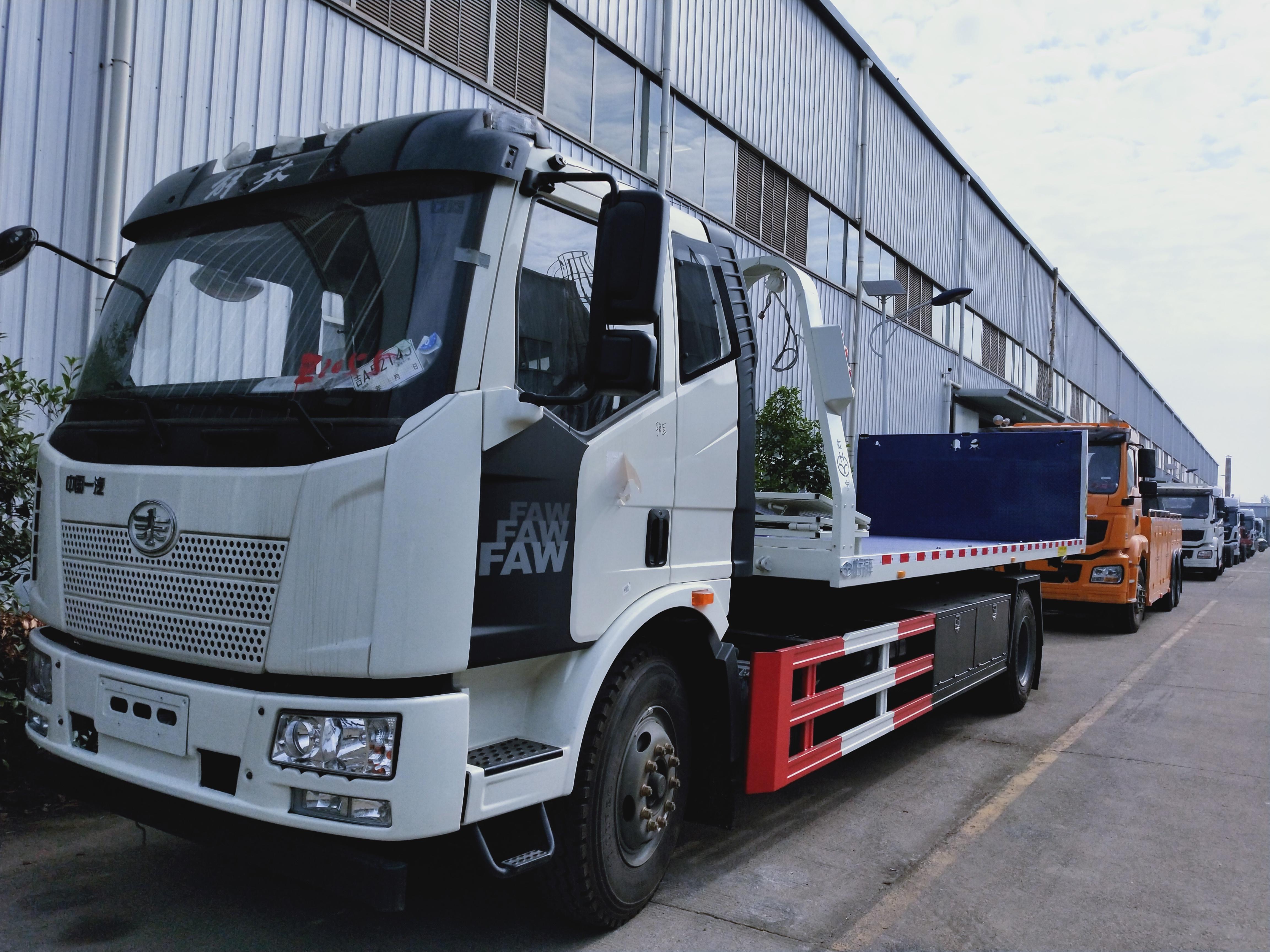 解放J6大平板拖车价格10吨解放240马力清障车拖车视频视频