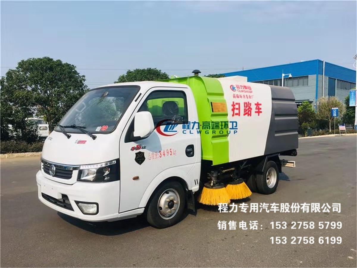 国六东风逸途3方扫路车清扫渣土、泥泞垃圾路面效果图片