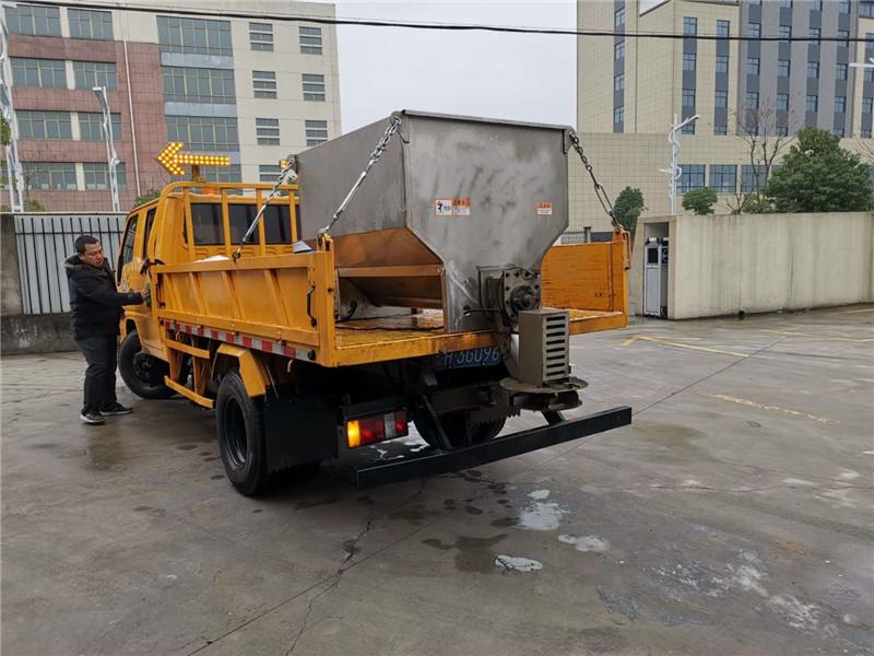融雪剂撒布机_1-3方纯电动不锈钢撒布机_4-10方传输带融雪撒布机_厂家价格、一手货源!