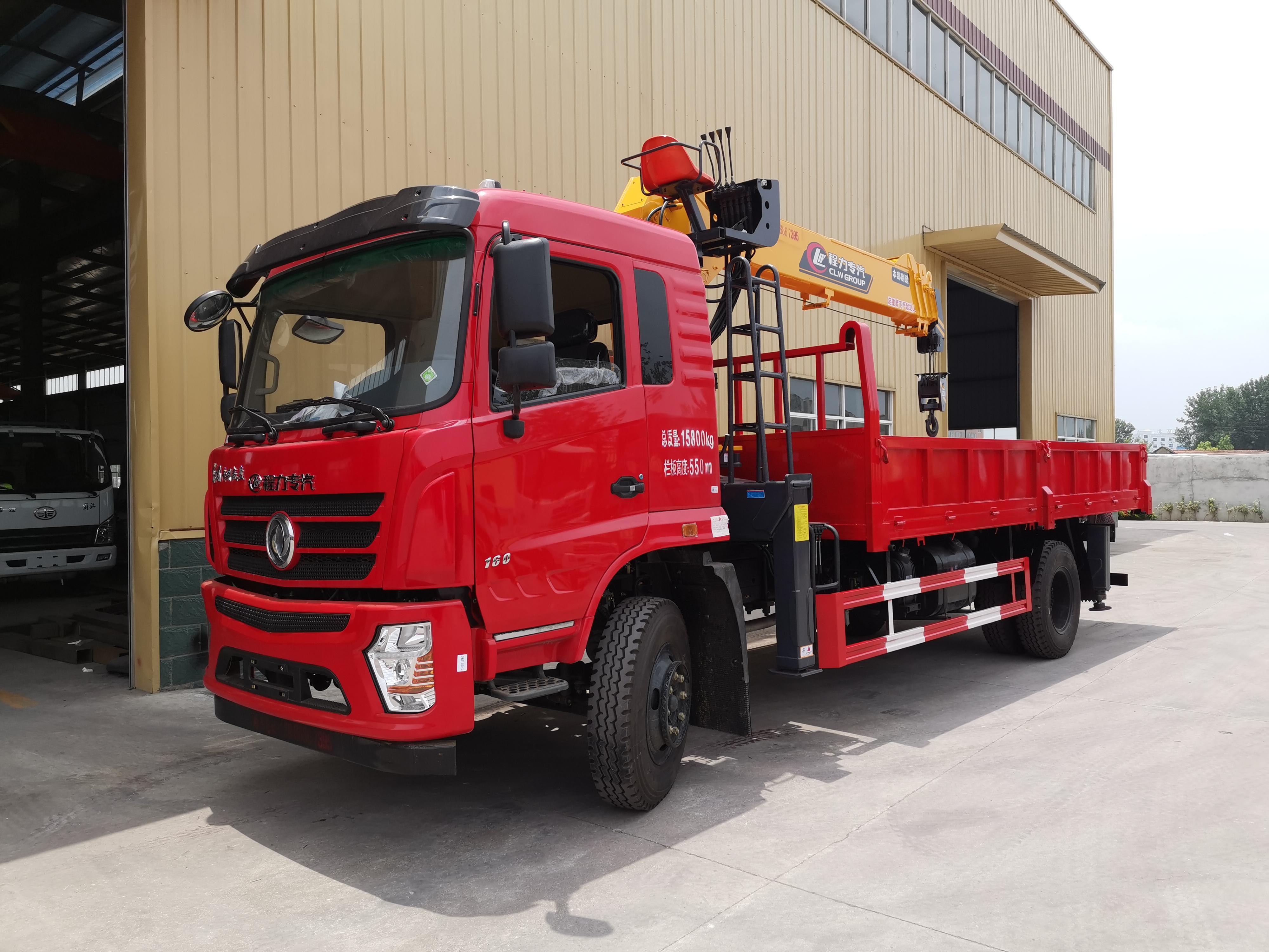 程力8吨随车吊厂家直销价格优惠东风单桥随车吊货箱5米8