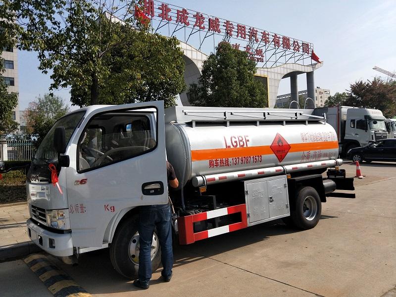 東風多利卡5噸加油車玉柴115馬力廠家直銷 包上牌圖片