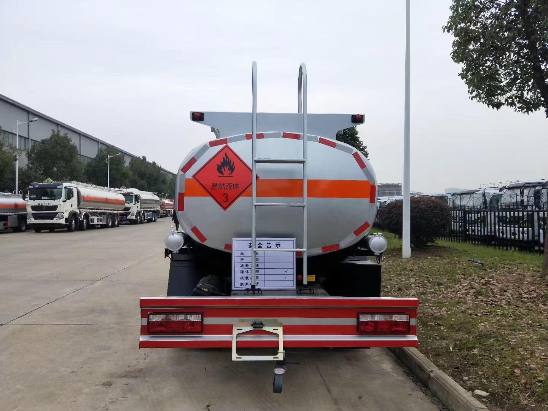 江淮駿鈴六噸加油車圖片