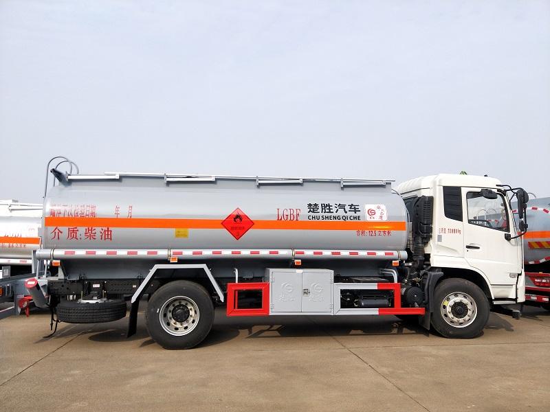 楚胜油罐车厂家 12吨加油车 东风天锦12.5方加油车报价视频
