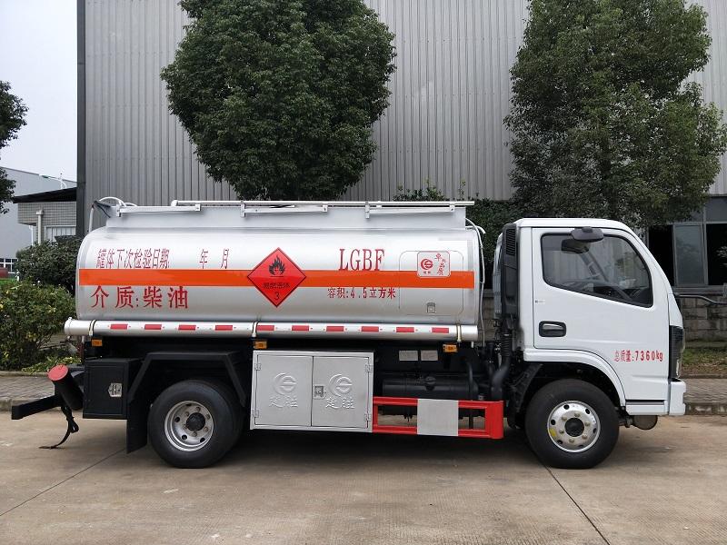 國六5噸加油車東風多利卡4.5立方