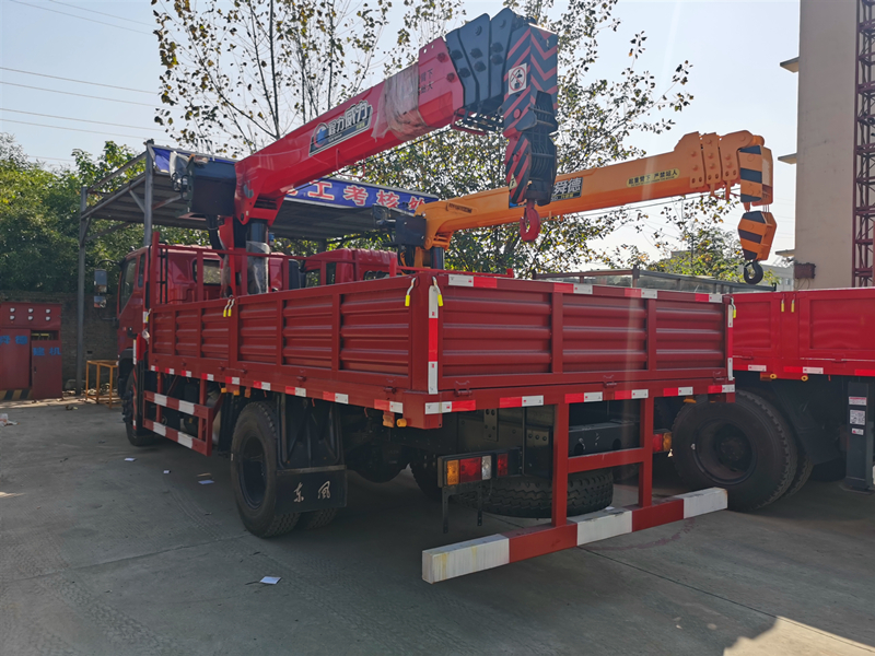 福田瑞沃8吨随车吊,程力威力8吨随车吊