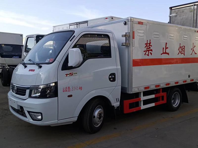 國六東風途逸小藍牌易燃液體廂式運輸車