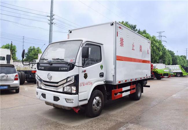 5.1米國六東風多利卡易燃氣體廂式運輸車