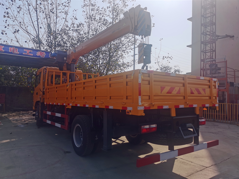 程力霸龙8吨随车吊,东风商用车8吨随车吊