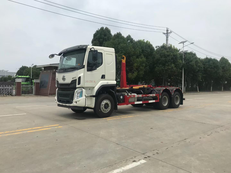 柳汽国六6X4勾臂垃圾车15吨垃圾车
