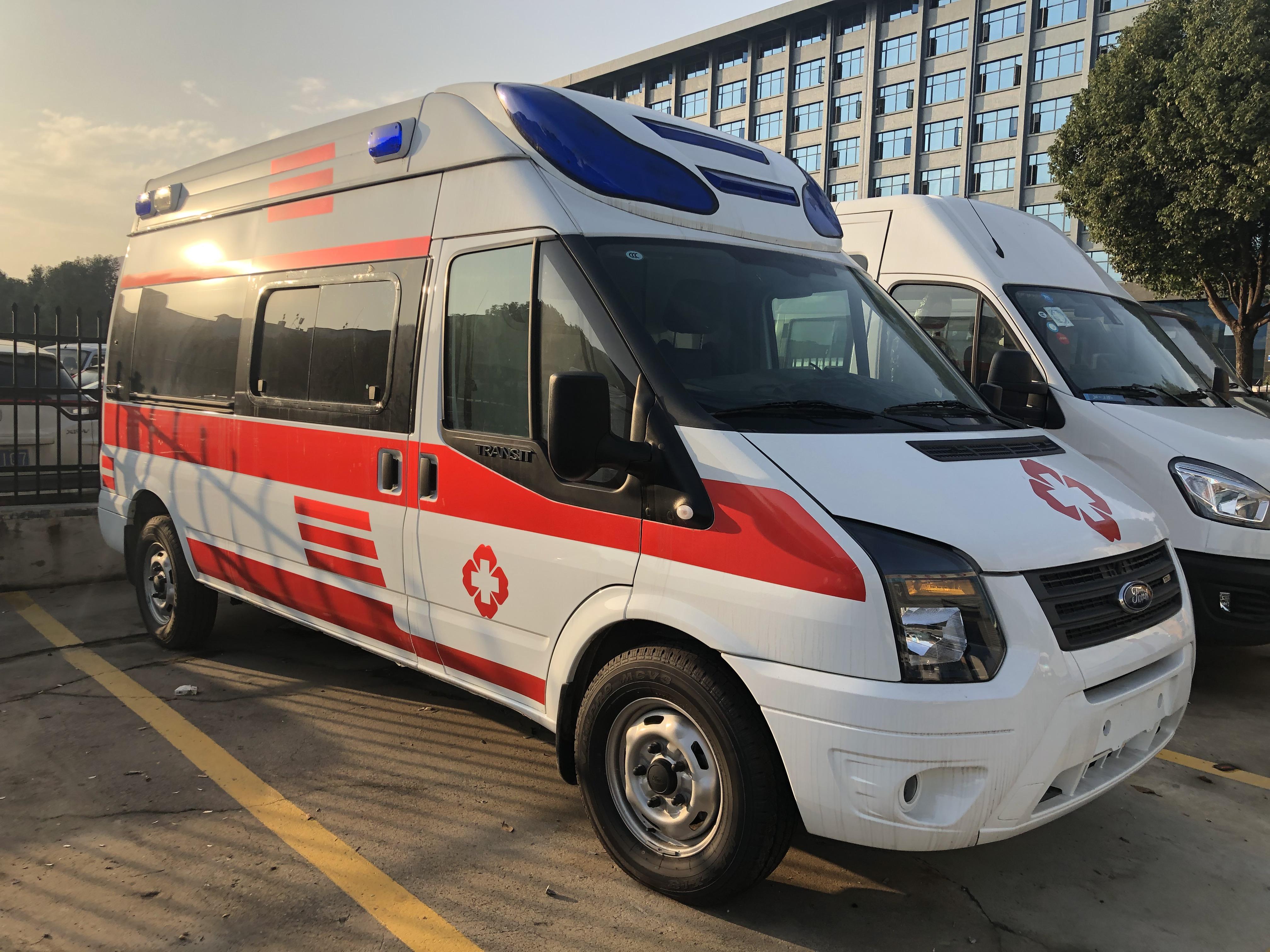 国六福特V348长轴高顶一体化救护车