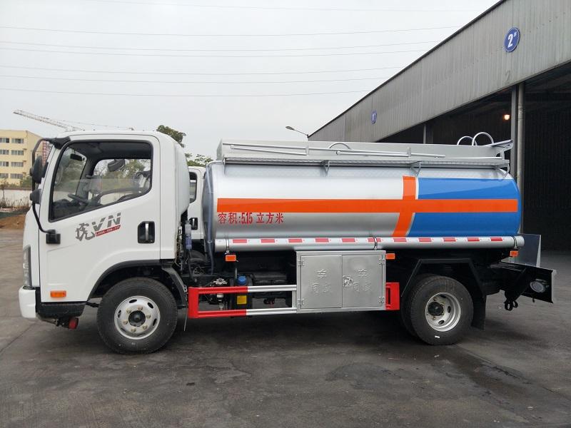 解放5吨油车直击底价 一线5吨加油车厂家直供参数 视频视频