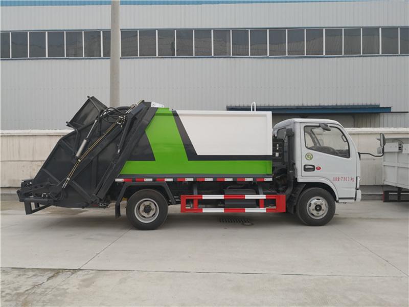 东风多利卡6方压缩垃圾车---后挂桶压缩垃圾车