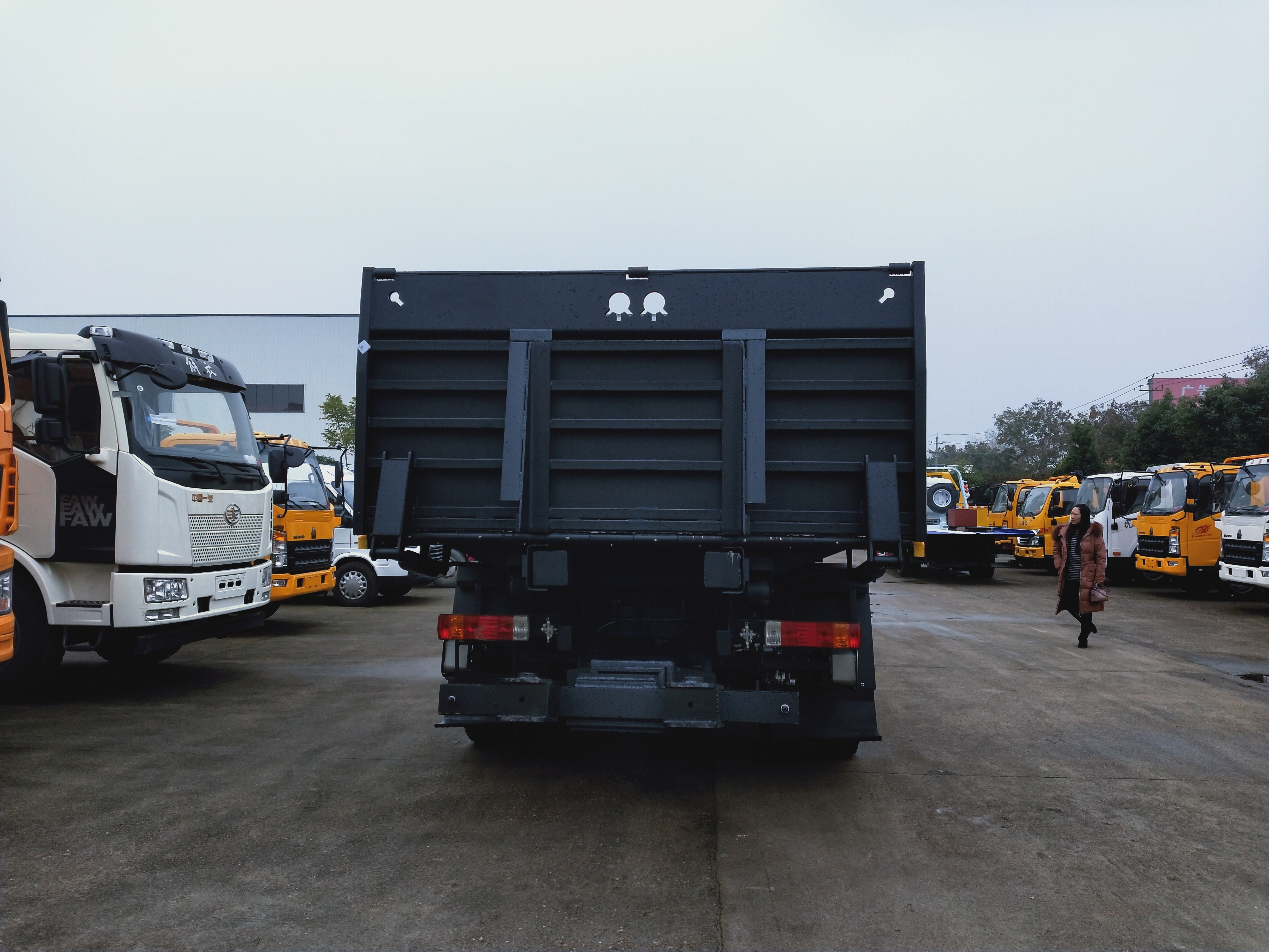 10吨解放大平板救援拖车价格潍柴240马力解放J6拖车图片图片