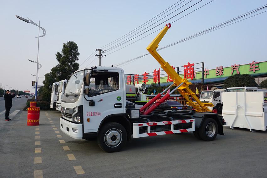 8方勾臂垃圾车价格东风多利卡D7车厢可卸式垃圾车厂家图片