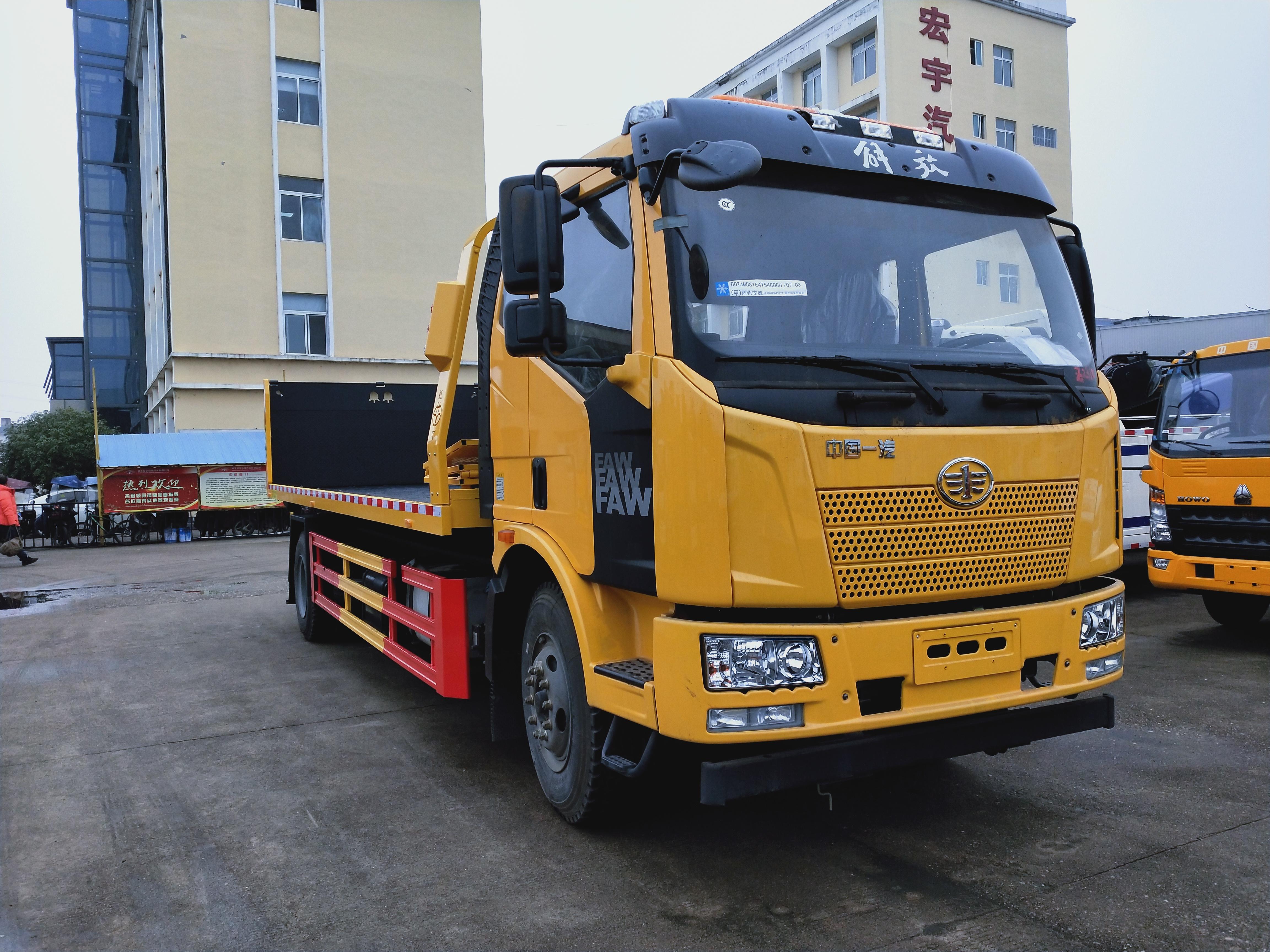 240马力解放J6大平板拖车价格10吨上装解放清障车厂家报价图片图片