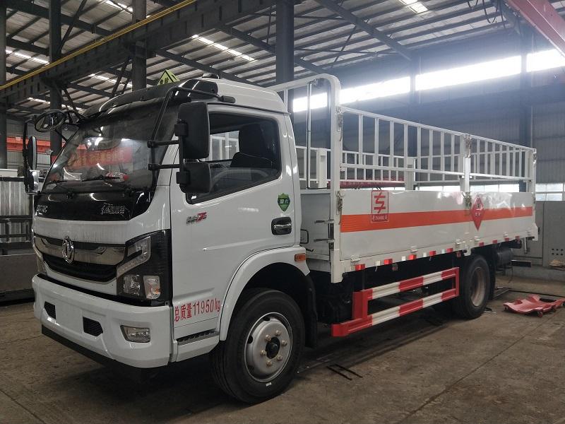 国六危险品气瓶运输车 2类危险品货车 5.2米钢瓶运输车视频