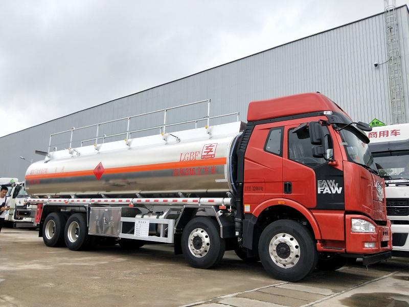 解放J6气囊悬架31.6立方油罐车厂家 核载21吨铝合金油车视频