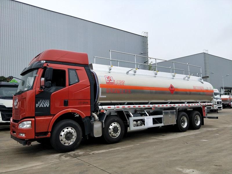 解放J6荷载21吨前四后八气囊悬挂铝合金运油车报价 视频视频