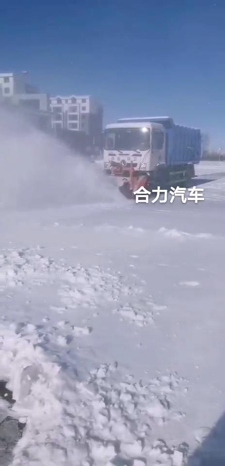 對接垃圾車除雪滾刷作業視頻視頻