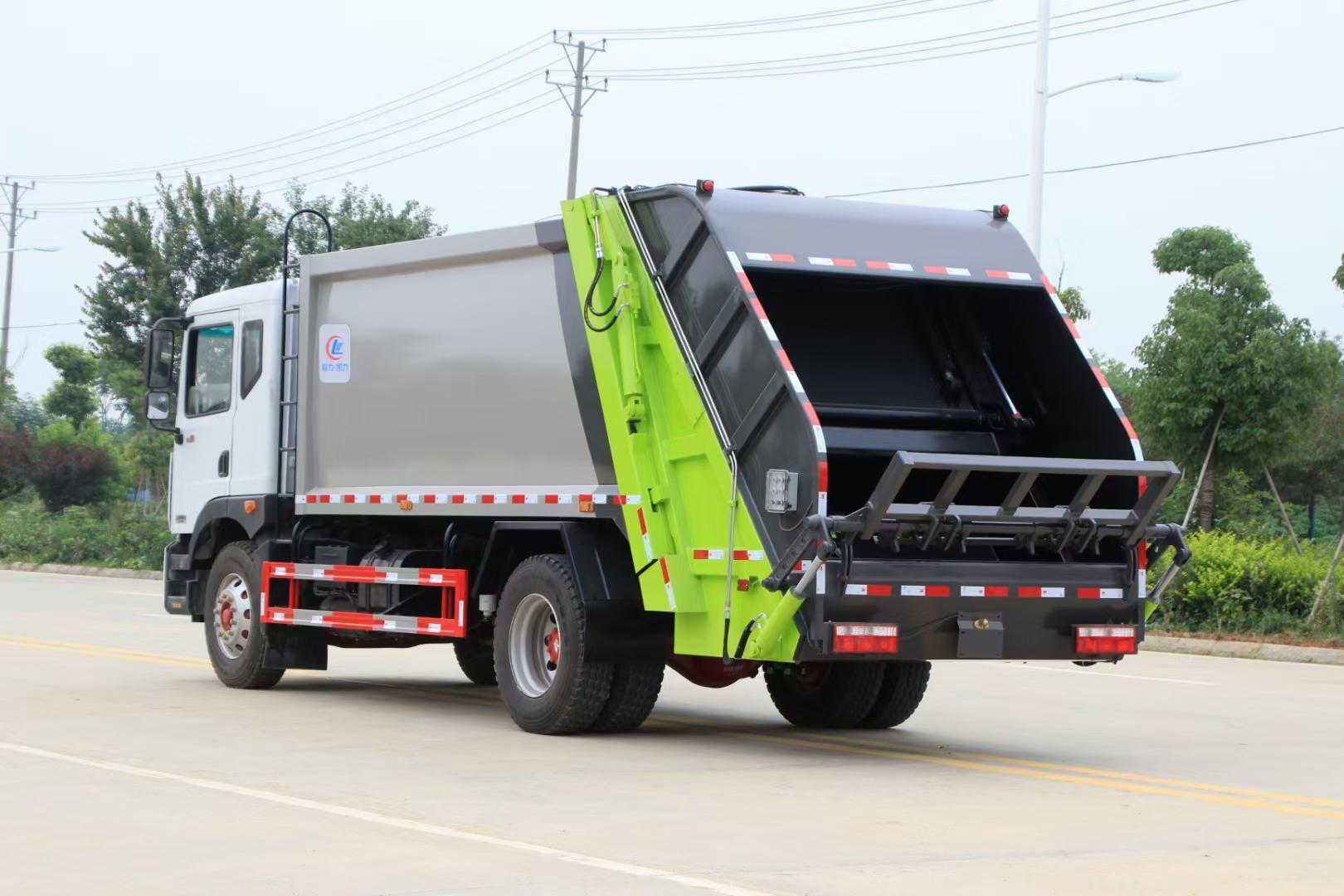 挂桶垃圾运输车对接压缩垃圾车操作视频图片