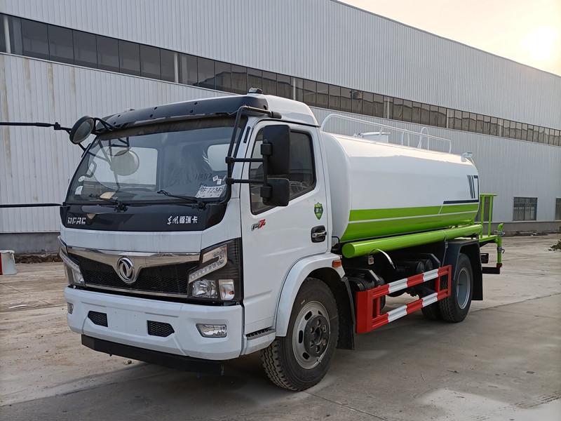 國六8噸東風福瑞卡綠化噴灑車