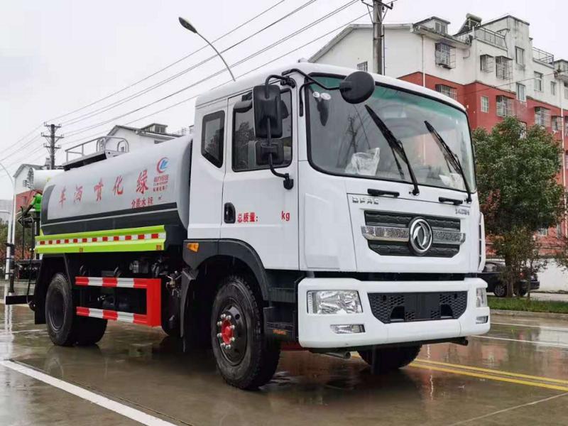 河北廊坊杨总订购一台高颜值高效率的12方东风D9洒水雾炮车