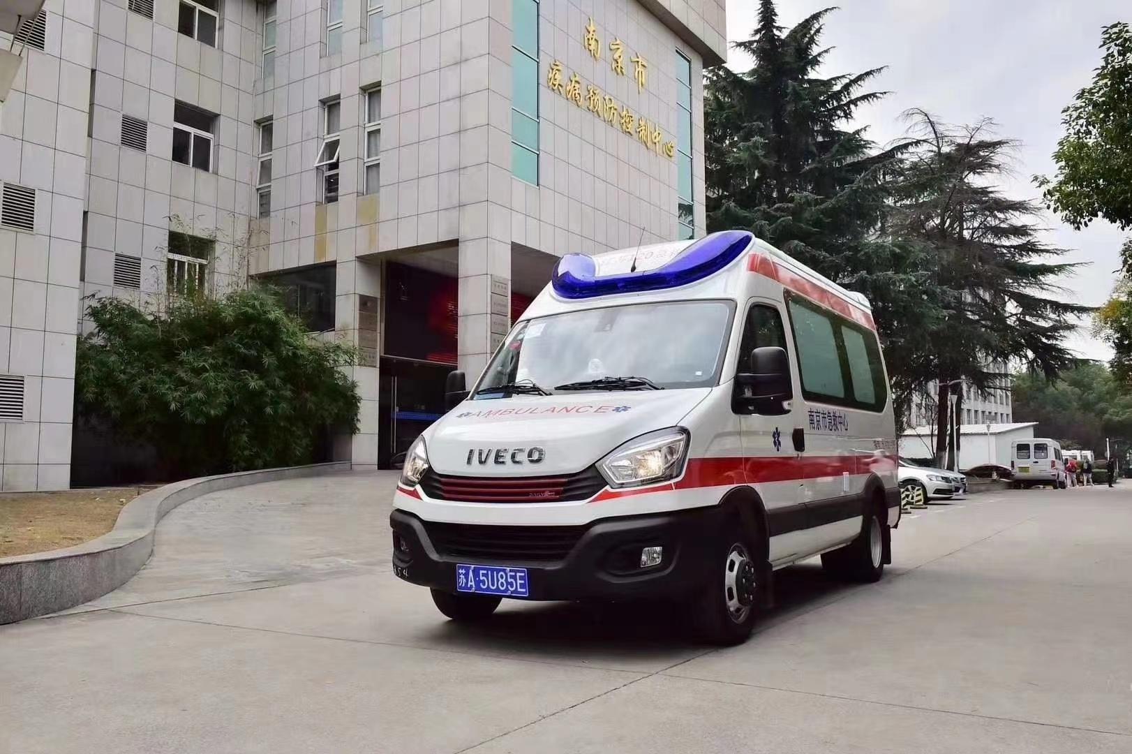 国六南京依维柯长轴高顶监护型救护车