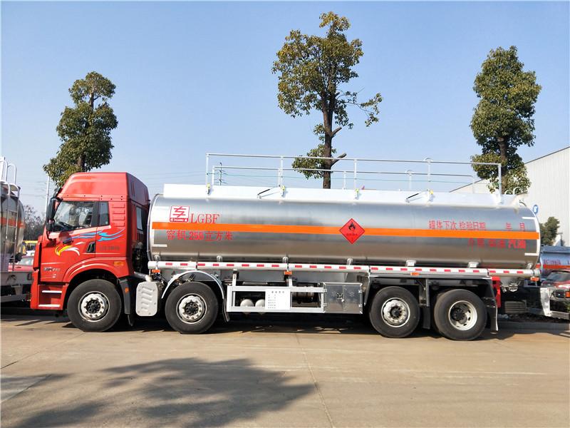 解放悍V前四后六(8x2)20吨铝合金油罐车260马力 视频视频