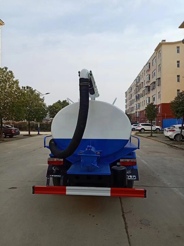 国六东风D6小多利卡5吨吸粪车