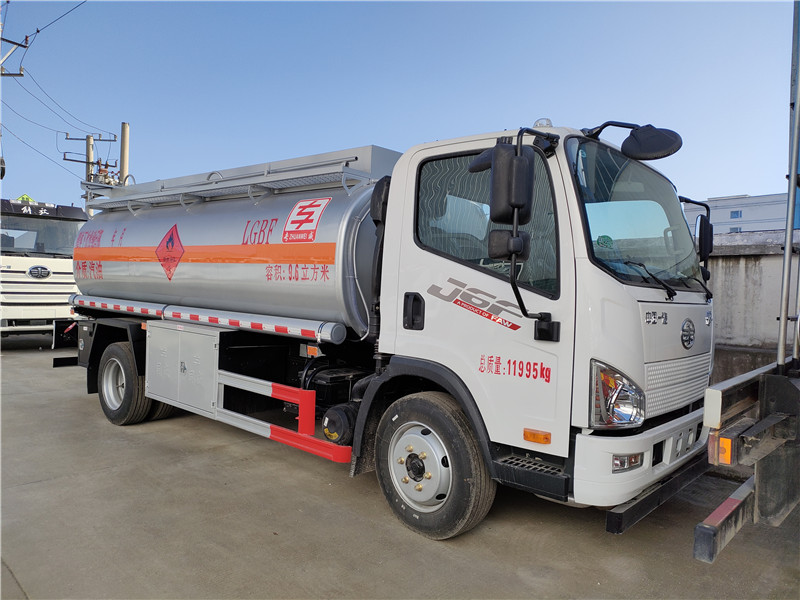 青島解放J6F汽油9.6方加油車 國六8噸油罐車