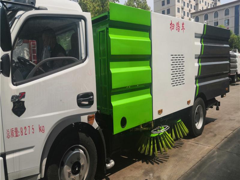 扫路车该怎么选  扫路车生产厂家