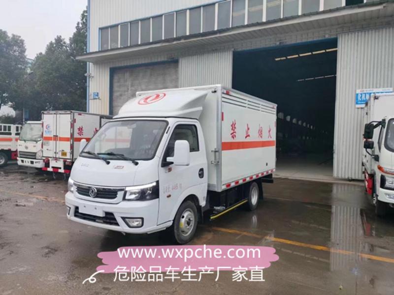 东风途逸柴油版(国六)易燃气体厢式运输车发往四川