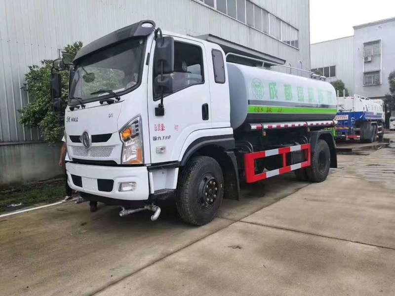 广东客户订购国六东风专底D1  15方洒水车一台