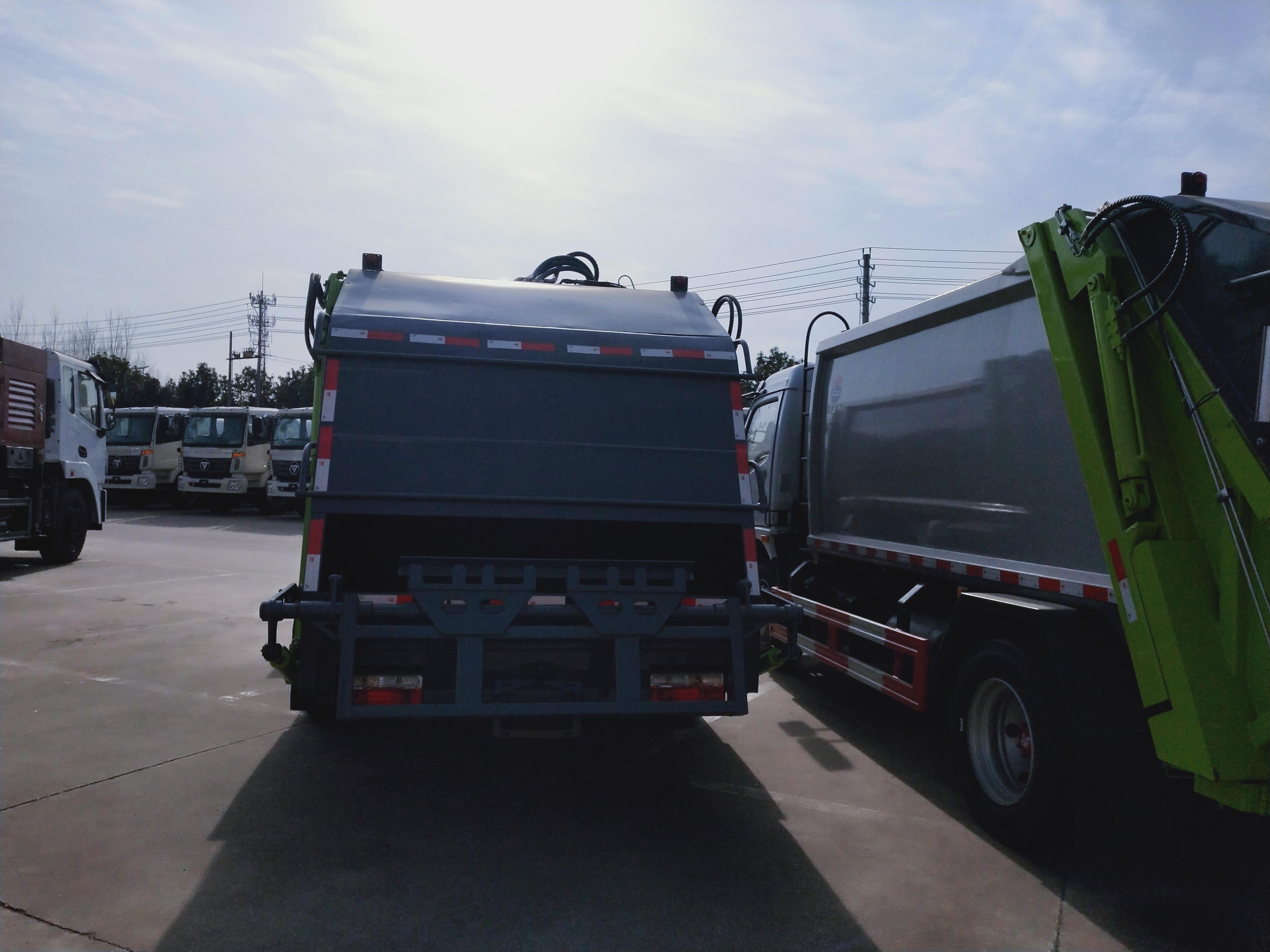9方东风压缩垃圾车图片玉柴165马力和云内170马力对比图片