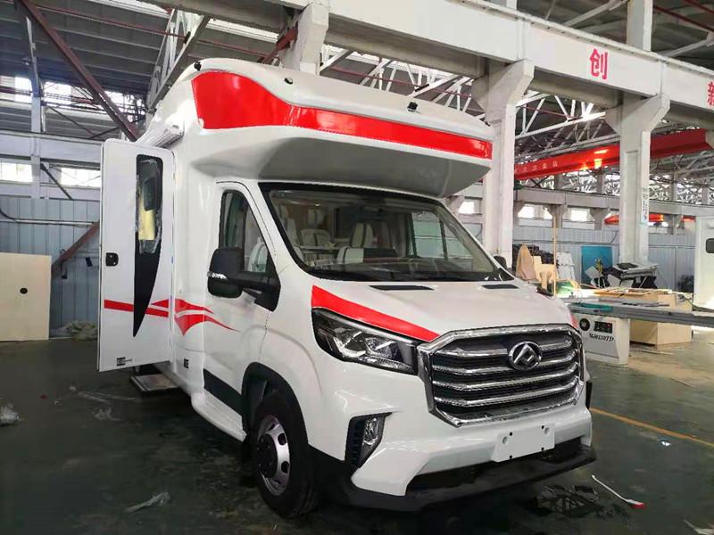 国六大通V90最新款C型大额头、6AT自动挡,搭载2.0T柴油涡轮增压发动机