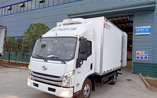 国六上汽跃进C500自动挡冷藏车4.2米图片