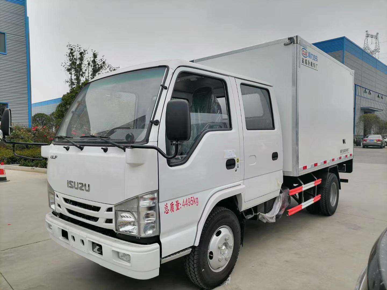 国六五十铃双排座4.2米冷藏车