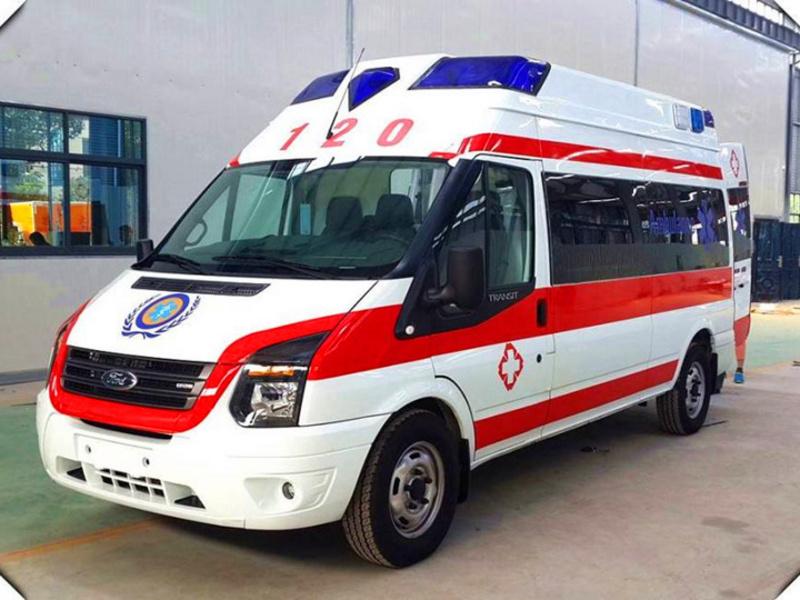 江铃福特新世代V348长轴中顶监护型救护车