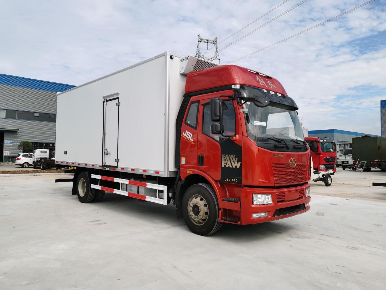解放J6L冷藏车6米8