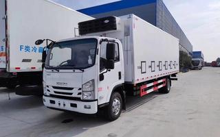 国六五十铃雏禽运输车6米8图片